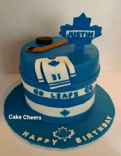 Maple leaf cake